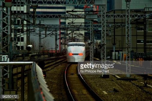 قطار پرسرعت روی ریل
