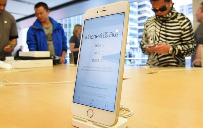 iPhone 6s Plus Gold in Apple Store