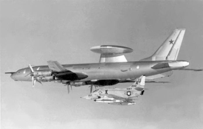 نسخهای تغییر یافته از این هواپیما در نقشی معادل هواپیماهای آواکس آمریکایی به کار گرفته شد