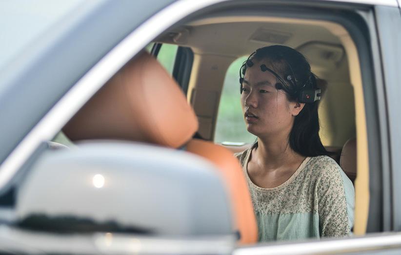 محققان چینی سامانهی کنترل خودرو توسط مغز را ساختند