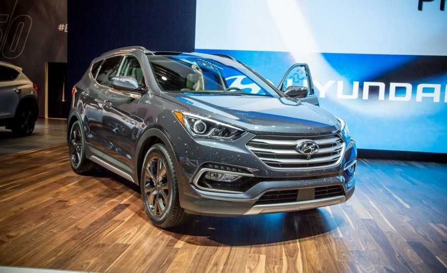 2017-Hyundai-Santa-Fe-Sport-show-floor-1012-876x535