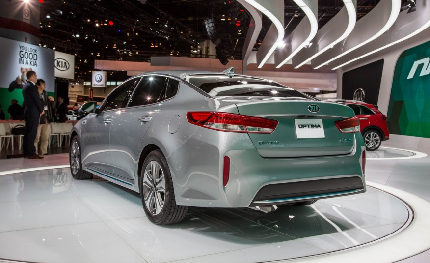 2017-Kia-Optima-plug-in-hybrid-show-floor-1081-876x535