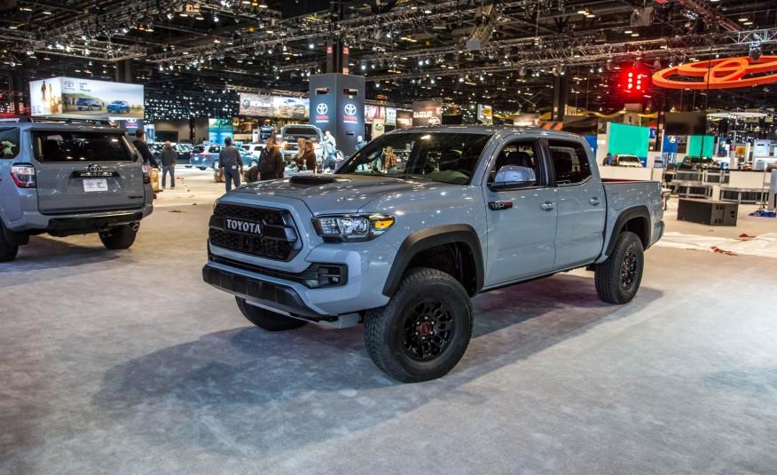 2017-Toyota-Tacoma-TRD-Pro-show-floor-1021-876x535