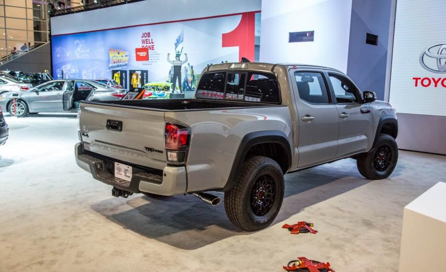 2017-Toyota-Tacoma-TRD-Pro-show-floor-1061-876x535