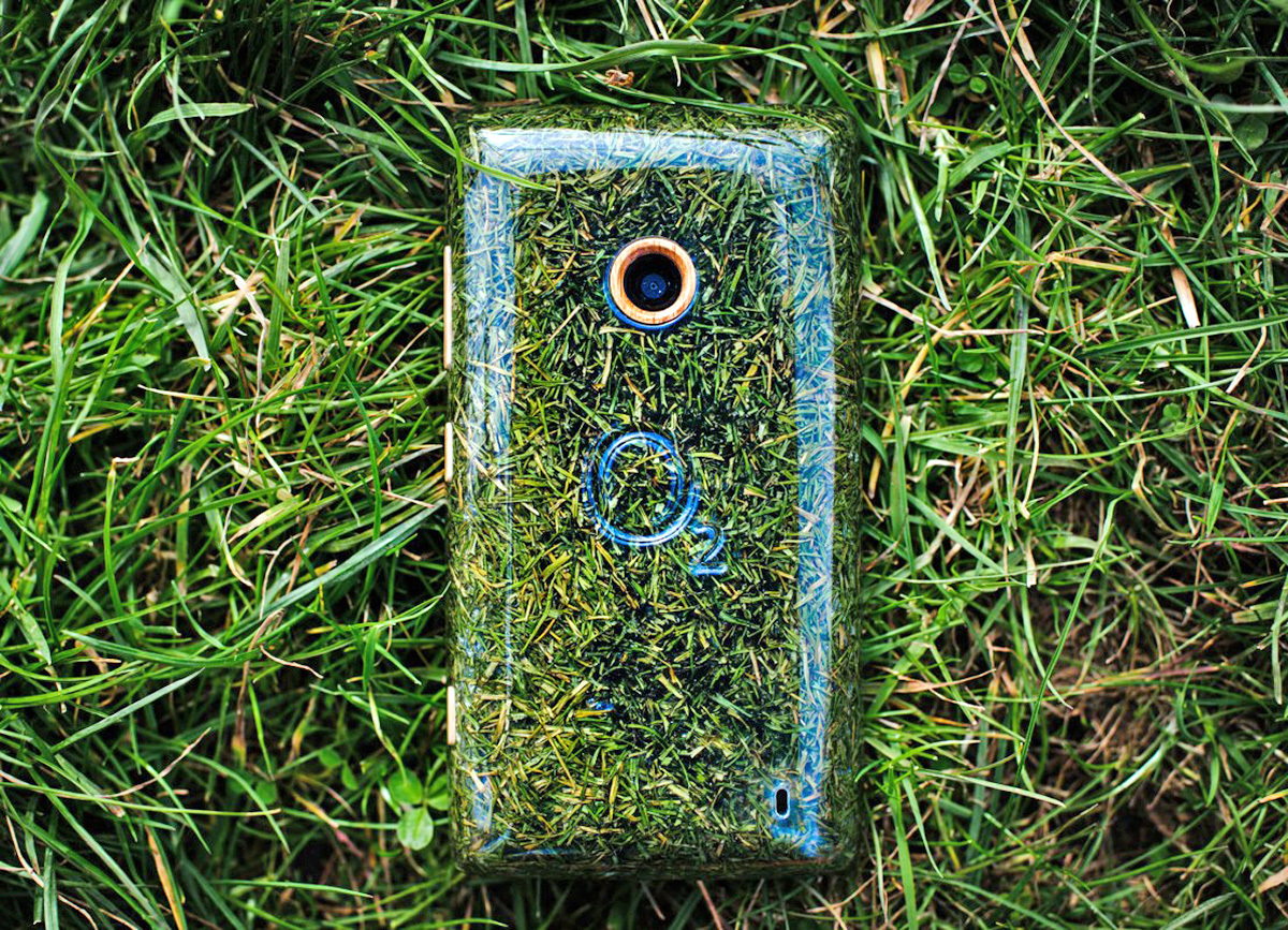 2-o2-grass-phone-1