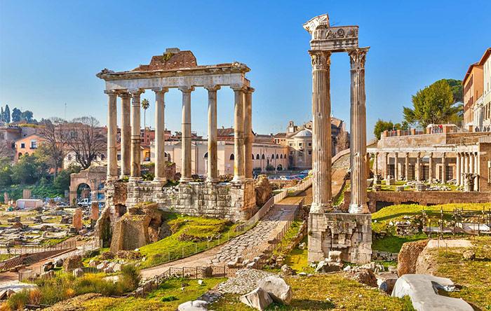تمدنهای باستانی هم متناسب با فصل، روزها را کوتاه و بلند میکردند. مثلا مدت زمان یک ساعت رومی در زمستان 44 دقیقه و در تابستان 75 دقیقه بود.