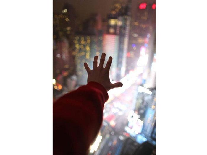 عکس کانر کامینگز - هتل ۵۲ طبقه