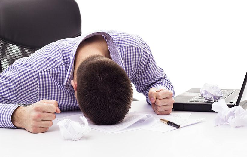 ۱۰ اشتباهی که مانع از پیشرفت شغلیتان میشود