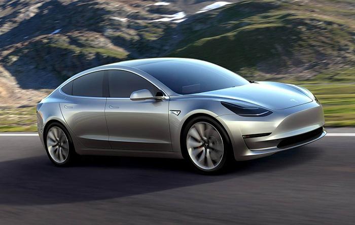 تسلا مدل ۳ به پول ما فقط ۱۲۲ میلیون تومان قیمت دارد که در مقایسه با خودروهای الکتریکی دیگر خیلی ارزان به حساب میآید.