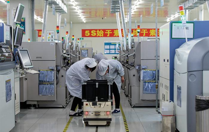 بعضی روباتها در CIG برای حمل و نقل قطعات و تجهیزات استفاده میشوند.