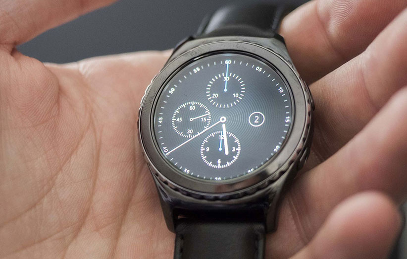 samsung-gear-s2-classic-hand