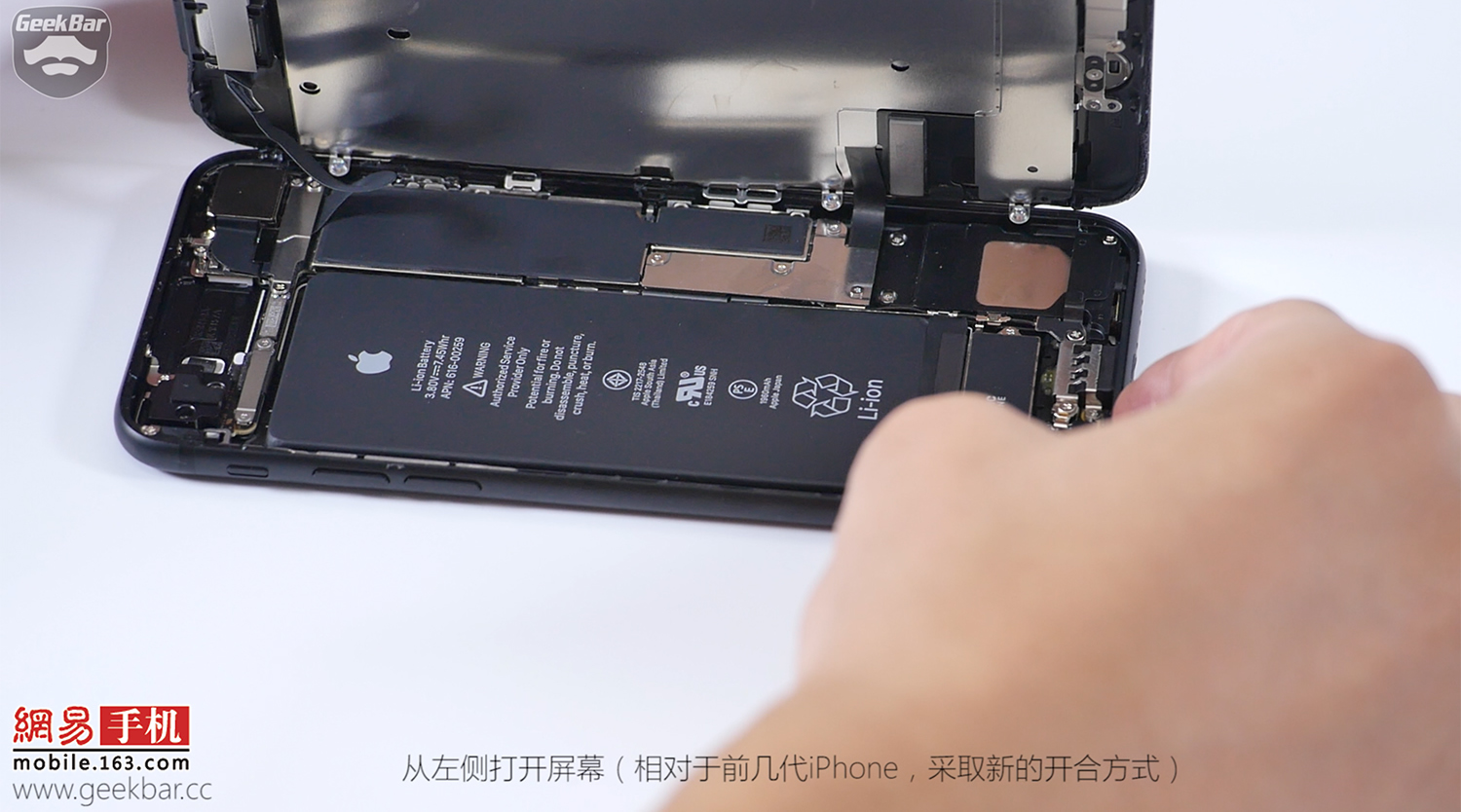 4-Apple-iPhone-7-teardown
