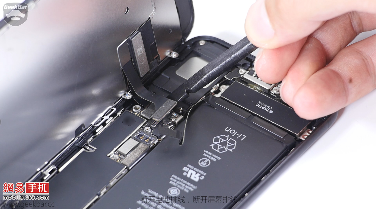 5-Apple-iPhone-7-teardown