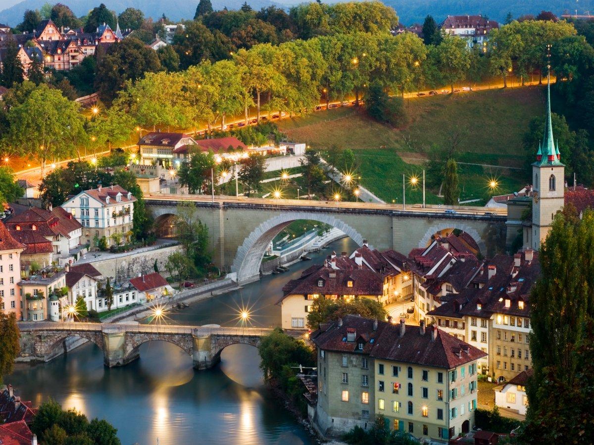 4 – سوییس: کشور سوییس از نظر میزان تحصیلات ردهی بالایی دارد و از نظر سلامت هم بسیار مهم است.