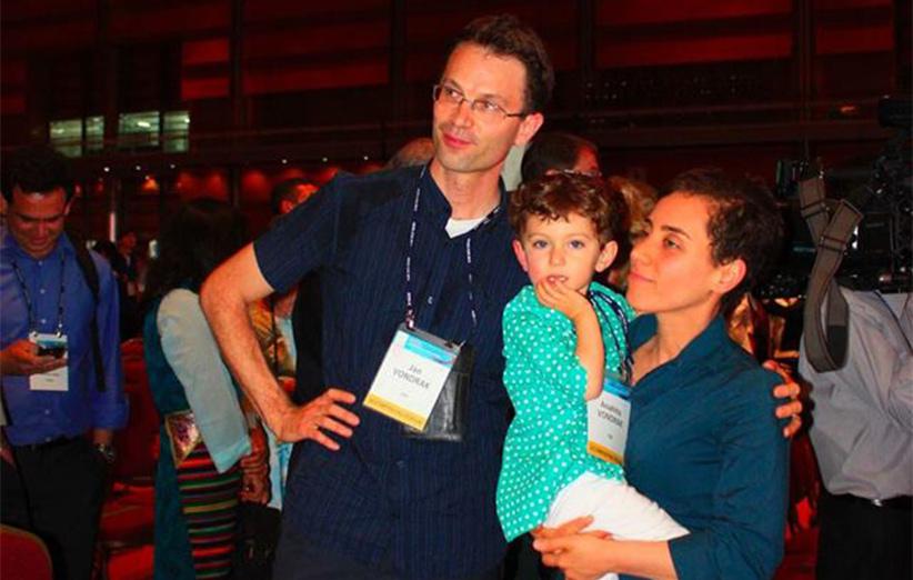 میرزاخانی با جان وندراک که یک پژوهشگر در IBM است ازدواج کرده و یک دختر به نام آناهیتا دارند.