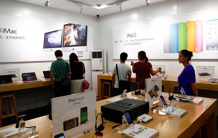 این فروشگاهها دقیقا مانند مراکز اصلی اپل طراحی شدهاند.
