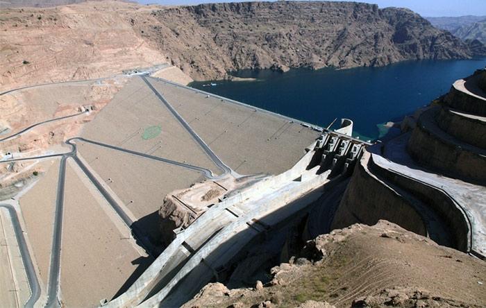 نفوذ نمک به آب پشت سد گتوند، منجر به شوری آن شده و رود کارون را در شرف یک فاجعهی زیست محیطی قرار داده است