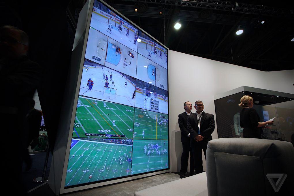 این دیوار از 10 تلویزیون 55 اینچی با شیشهی Gorilla Glass درست شده است.