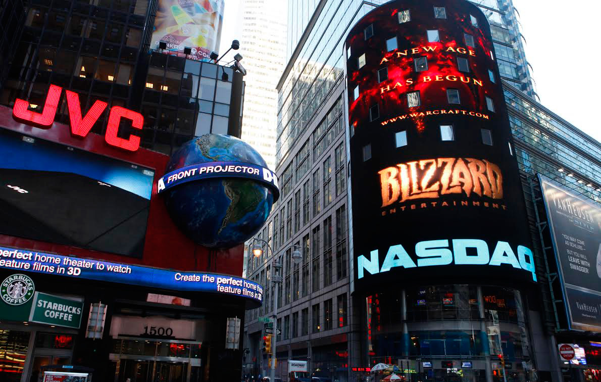 Trailers-for-Blizzard-Entertainment's-World-of-Warcraft-Cataclysm-and-StarCraft-II-play-outside-the-NASDAQ-Marketsite
