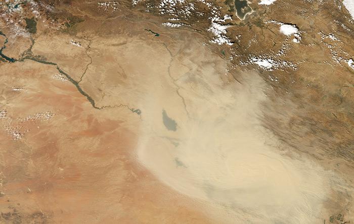 در حوزه دجله و فرات یک چشمه گرد و غبار مهم شناخته شده است که فعالیت آن از حدود اردیبهشت ماه آغاز و در تیر و مرداد به حداکثر خود میرسد.