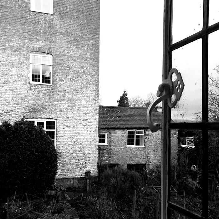 عکاسی با موبایل در خانه - پنجره