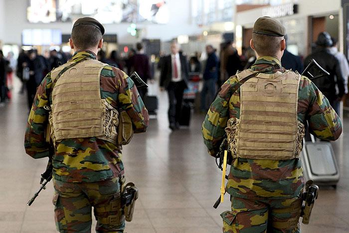 سربازان مسلح