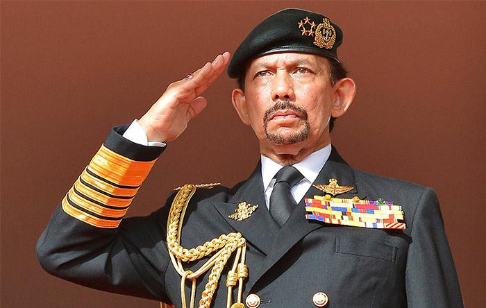 حسن البقلیه سلطان برونئی و یکی از ثروتمندترین افراد جهان است.