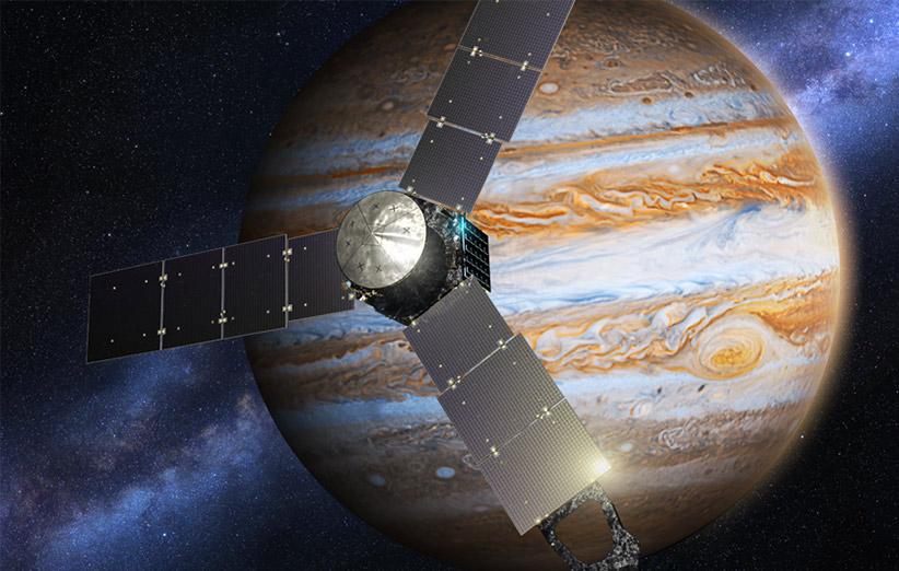 طرحی گرافیکی از فضاپیمای جونو در مدار مشتری