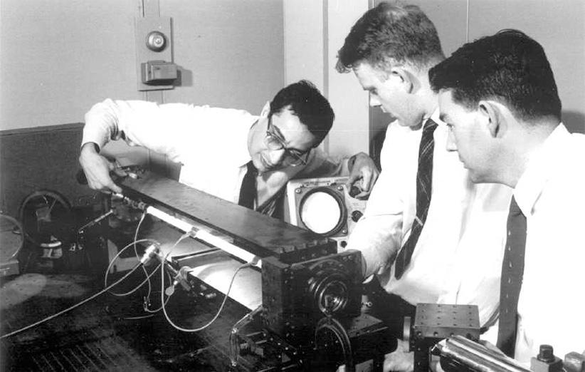 بزرگترین دستاورد علی جوان، اختراع لیزر گازی است.