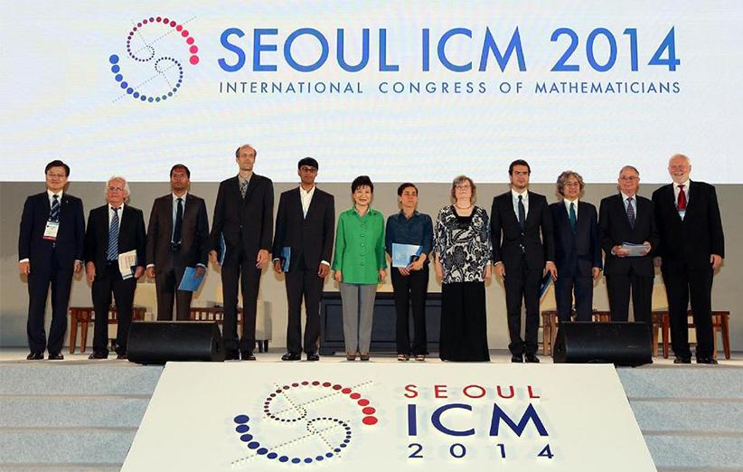 میرزاخانی در سال ۲۰۱۴ موفق به کسب جایزهی فیلدز شد که مثل نوبل در رشتهی ریاضیات است.