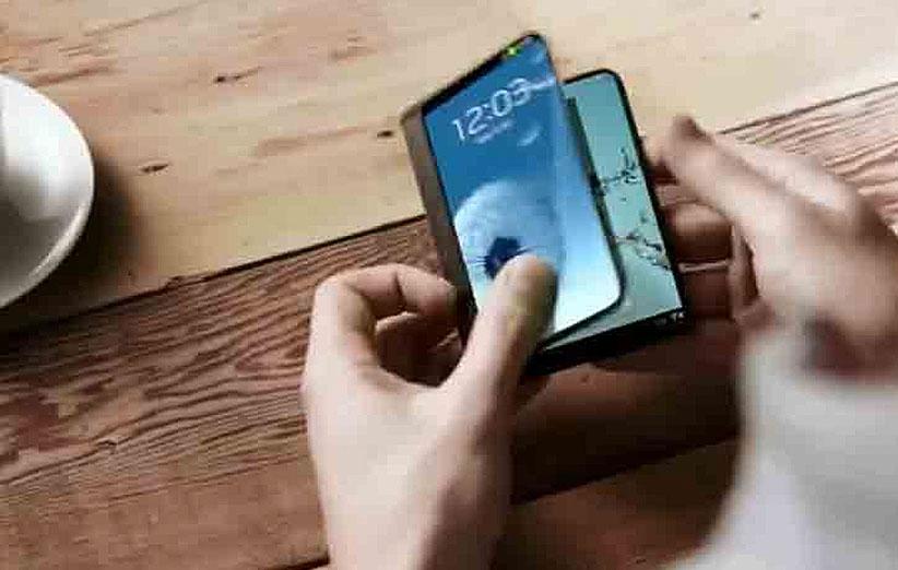 گوشی انعطاف پذیر سامسونگ در MWC 2017 نشان داده میشود