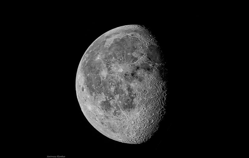 ماه نزدیکترین همسایهی آسمانی ماست و تماشای آن با هر تلسکوپی لذتبخش است. عکس از امیررضا کامکار.