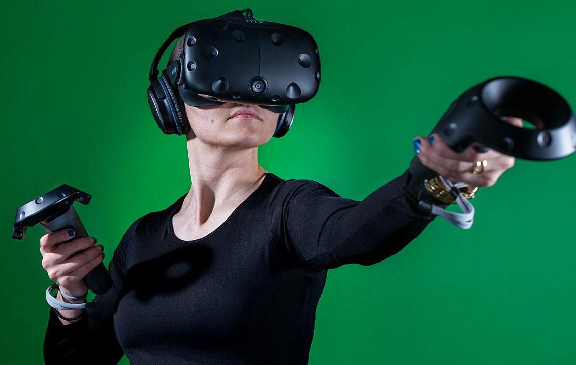 HTC بهخاطر واقعیت مجازی، کارخانهاش را میفروشد