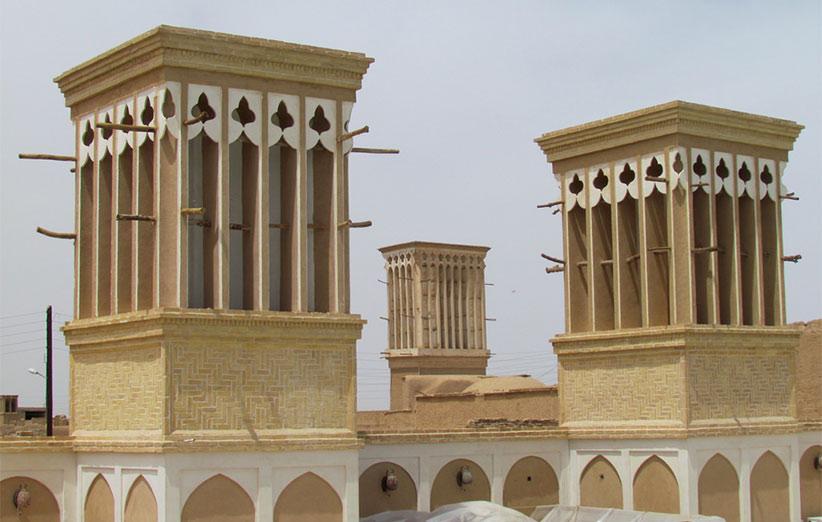 نمایی از چند بادگیر در شهر یزد