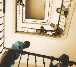 زندگی در پیش رو؛ داستانی درباره در اقلیت بودن از رومن گاری