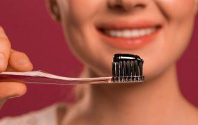 سفید کردن دندان با زغال