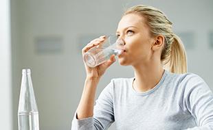 نگاهی به خطرات کمبود آب برای بدن و راههای تامین آن