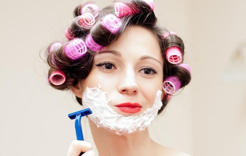 ۸ روش برای رفع موهای زائد صورت
