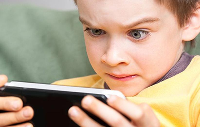 مضرات موبایل برای کودکان