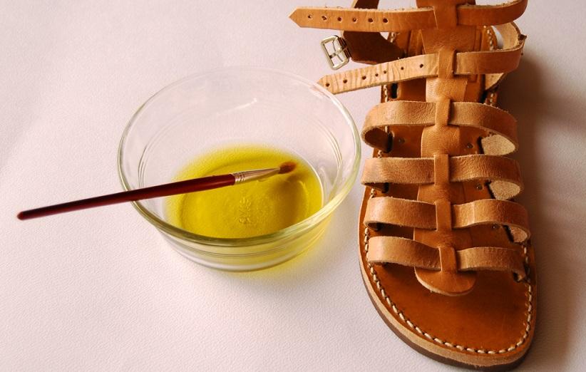تمیز کردن کفش چرم با روغن زیتون