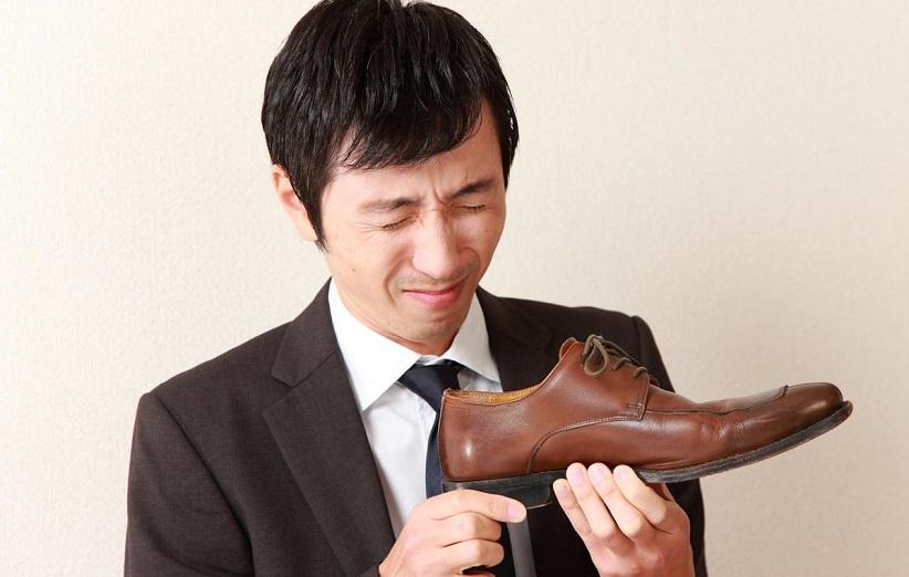 نحوه تمیز کردن کفش چرم روشن