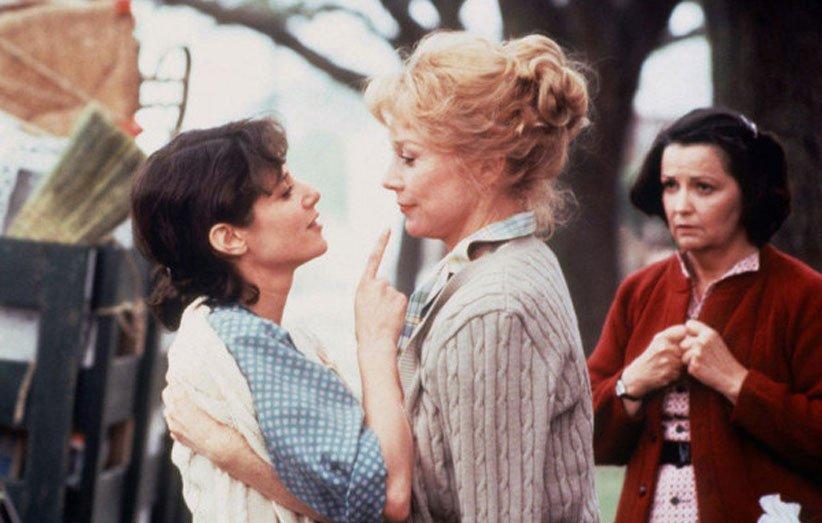 شرلی مک لین و دبرا وینگر