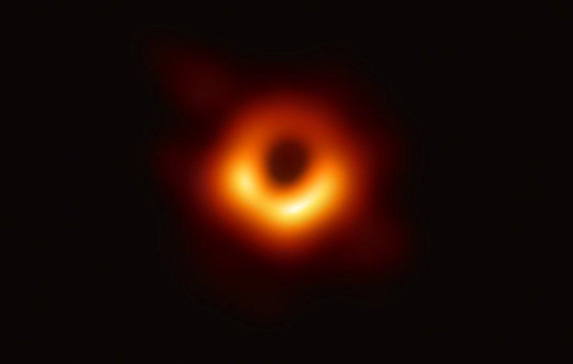 نخستین تصویر واقعی از یک سیاهچاله