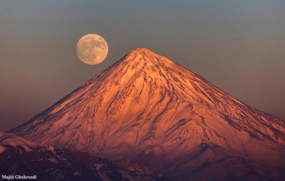 طلوع ماه کامل قله دماوند