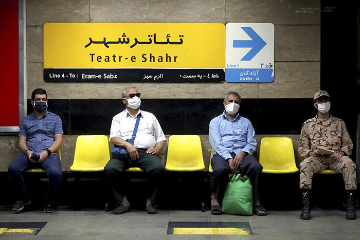 فاصلهی اجتماعی و ماسک زدن به تنهایی کافی نیست