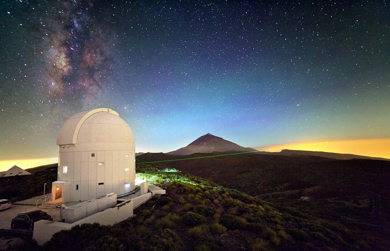 نمایی از لیزر ایستگاه زمینی نوری آژانس فضایی اروپا در جزایر قناری