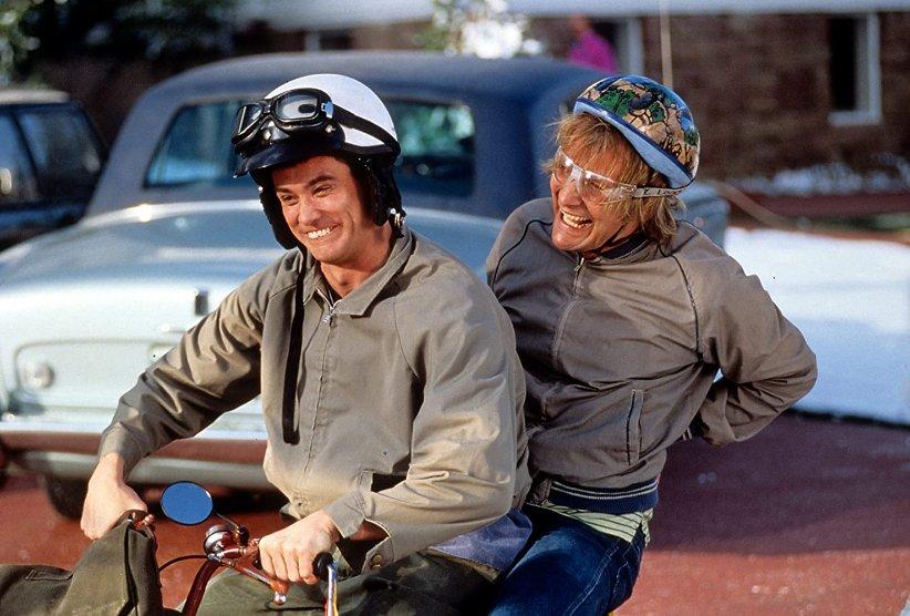 نمایی از فیلم احمق و احمقتر - بهترین فیلمهای دهه 90 میلادی