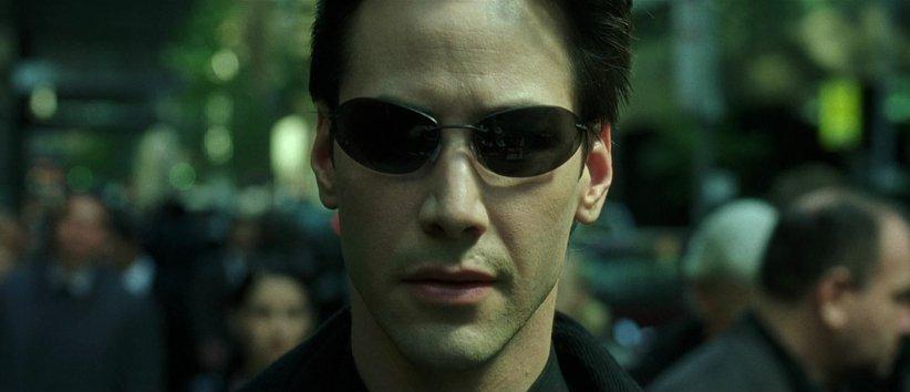 نمایی از فیلم ماتریکس - بهترین فیلمهای دهه 90 میلادی