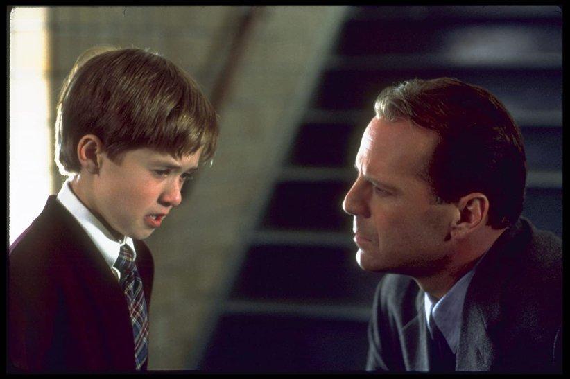 نمایی از فیلم حس ششم - بهترین فیلمهای دهه 90 میلادی