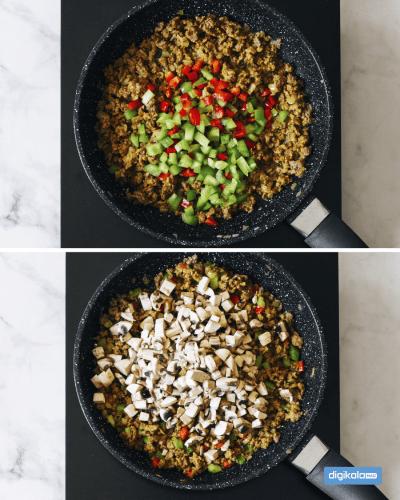 اضافه کردن فلفل دلمهای و قارچ به گوشت